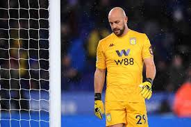 Leicester-Aston Villa, clamoroso errore di Reina in uscita | VIDEO